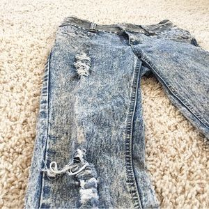 🆕 Bamboo high wasted ripped painted jeans